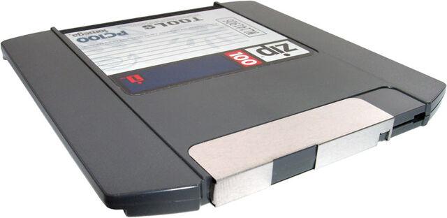 File:Iomega-100-MB-ZIP-disk.jpg