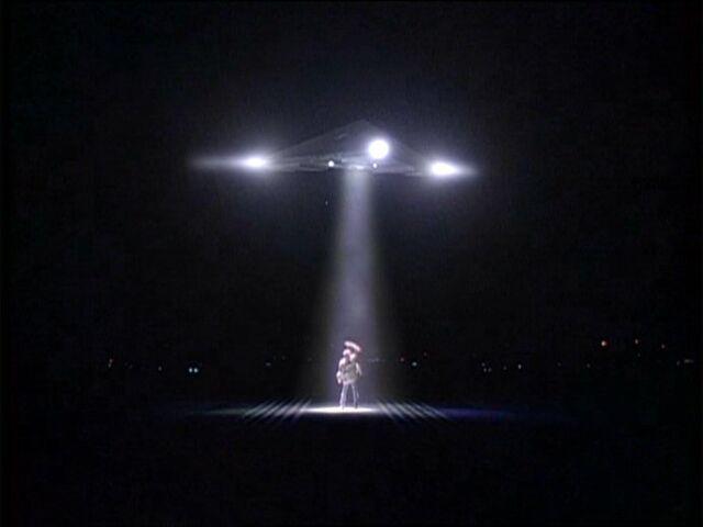 File:Fox Mulder under triangular UFO.jpg