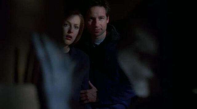 File:Scully Mulder Grey Alien Field Trip Hallucination.jpg