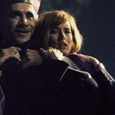 Tea Leoni as Scully