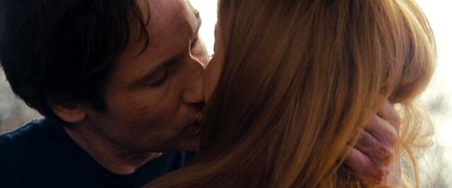 File:Fox Mulder and Dana Scully kiss in 2008.jpg