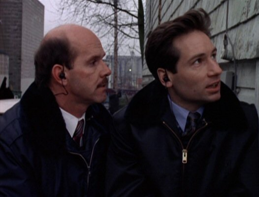 File:Agent Bruskin with Fox Mulder.jpg
