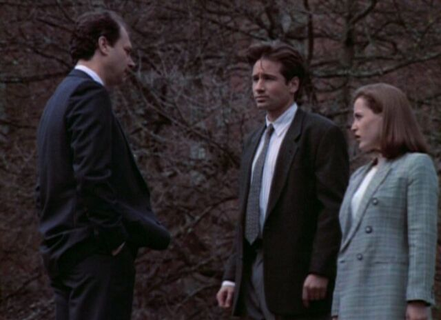 File:Dr. Glass with Fox Mulder and Dana Scully.jpg