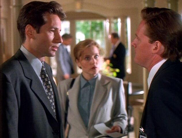 File:Tom Colton confronts Fox Mulder.jpg