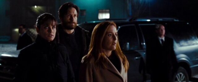 File:Dakota Whitney, Fox Mulder and Dana Scully.jpg