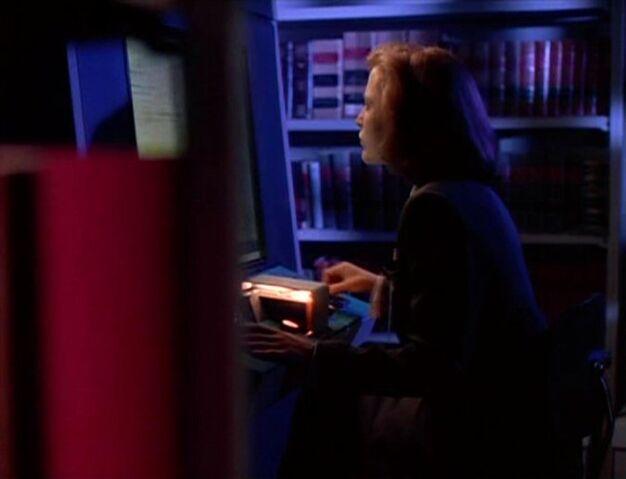 File:Dana Scully in FBI Library.jpg