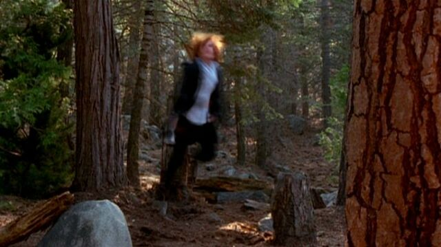 File:Dana Scully is shaken by UFO.jpg