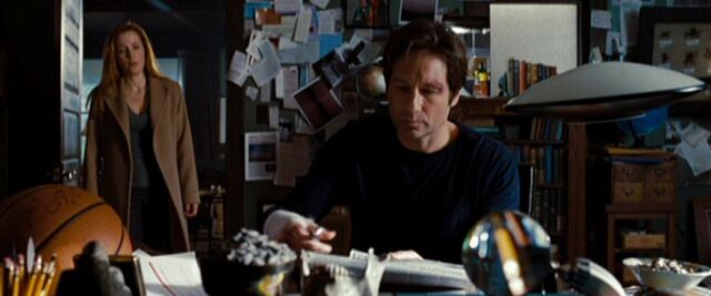 File:Dana Scully and Fox Mulder in home office.jpg