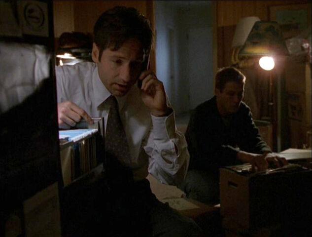 File:Mulder Kurt Crawford Files Memento Mori.jpg