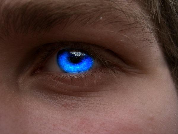 File:Glowing Eye by Tyresa.jpg