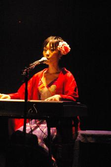 File:Kurahashiyoeko live 01.jpg