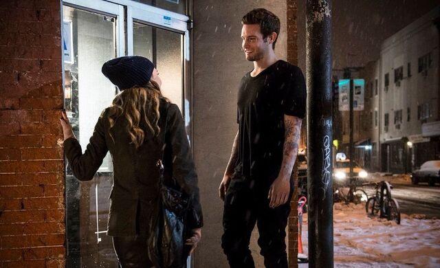 File:Liza & josh walking to her door.jpg