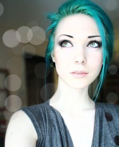 File:Blue-blue-hair-hair-piercing-pretty-hair-Favim.com-73479.jpg