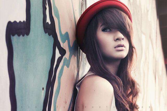 File:Alternative-alternative-girl-brown-hair-cute-eyes-Favim.com-281000.jpg
