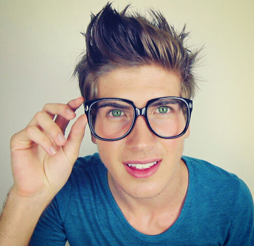 File:Joey Graceffa.jpeg