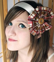 File:Juliet Simmons with bow.png