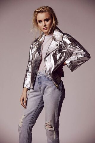 File:2016-Zara-Promo-Shoot2.jpg