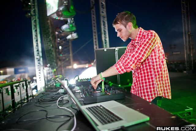 File:Zedd at EDC Las Vegas 2011 (3).jpg