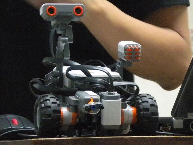 檔案:樂高機器遙控車2.JPG