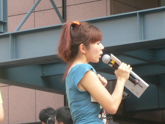 檔案:Cherry主持Myself2010概念專輯8.JPG