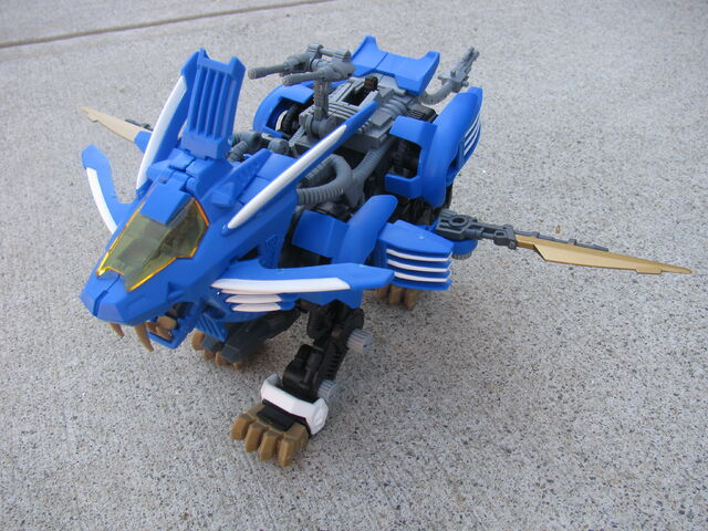 File:NJR Blade Ligers with parts.JPG