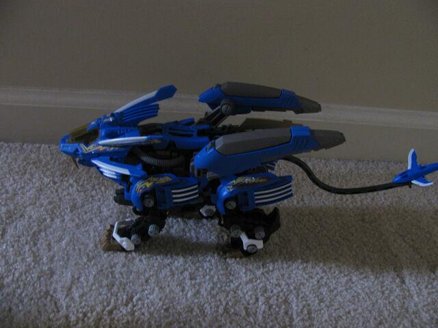 File:Blade Liger with Thunder Blitz.jpg