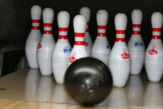 File:Bowling pins.jpg