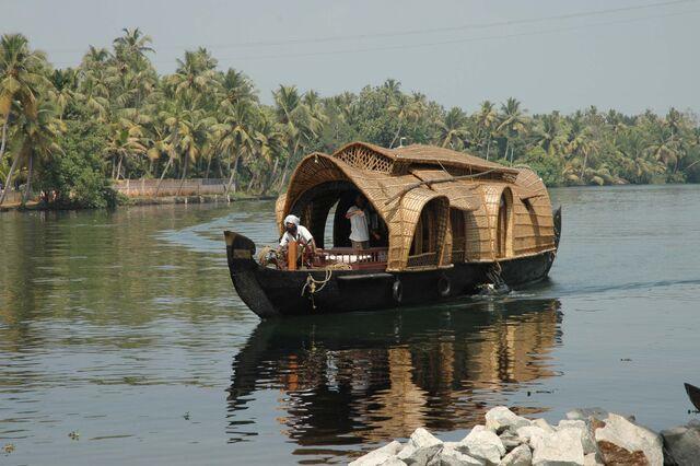File:House boat 1.jpg